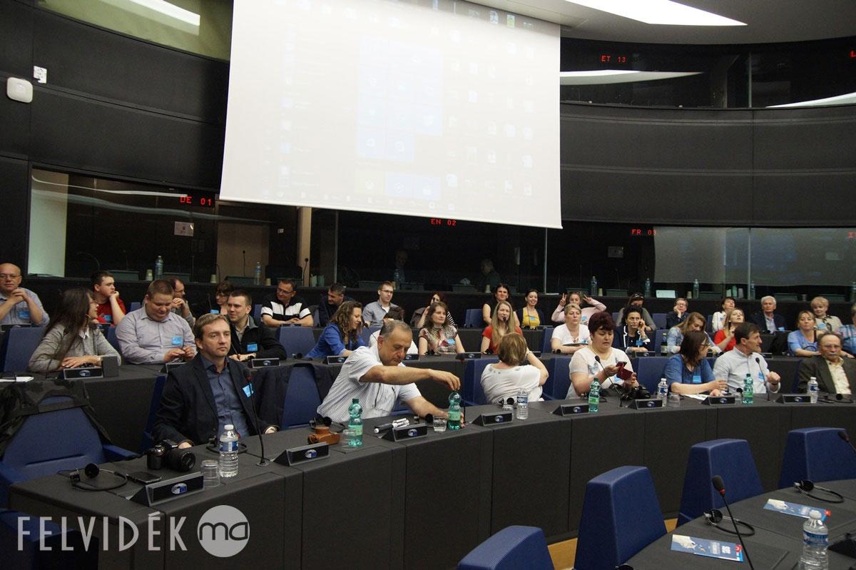 Az ülésteremben (fotó: Hideghéthy Andrea/Felvidék.ma)