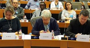Husz Dóra, Bauer Edit és Davyth Hicks a nyilvános meghallgatáson (Fotó: Csáky Pál irodája)